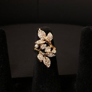 Jewelry - Gold Flower Ring